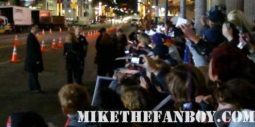 ashton kutcher signing autographs at New Years Eve World Movie Premiere! With Ashton Kutcher! Katherine Heigl! Michelle Pfeiffer! Josh Duhamel! Joey McIntyre! Hilary Swank! Lea Michele! Sofía Vergara! Zac Efron! Abigail Breslin!