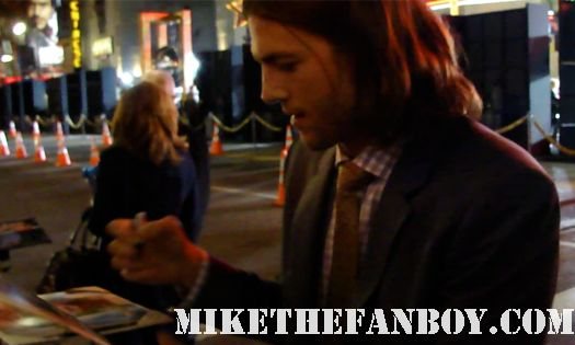 ashton kutcher signing autographs at New Years Eve World Movie Premiere! With Ashton Kutcher! Katherine Heigl! Michelle Pfeiffer! Josh Duhamel! Joey McIntyre! Hilary Swank! Lea Michele! Sofía Vergara! Zac Efron! Abigail Breslin!