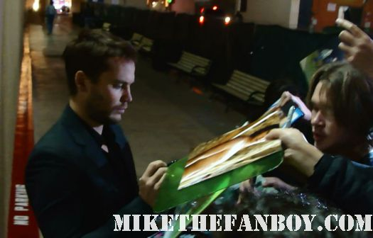 friday night lights star taylor kitsch looks sexy and hot signing autographs for fans before jimmy kimmel live