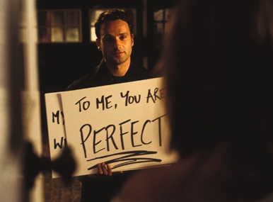 andrew lincoln holding a sign for kierd knightly in love actually hot sexy christmas still movie poster promo