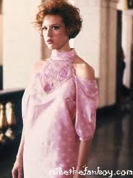 molly ringwald in a press still from pretty in pink wearing her hand made prom dress prom-dress promo