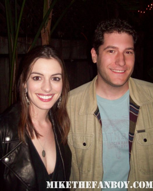 Mike The Fanboy poses with ms. anne hathaway for a fan photo princess diaries devil wears prada rare promo photo hot sexy anne hathaway