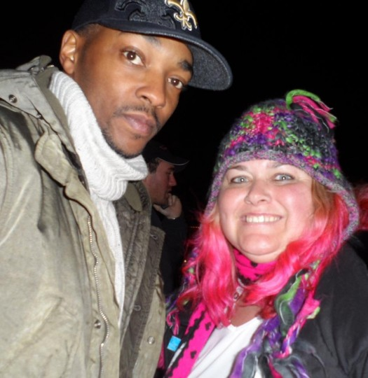 Anthony Mackie from the hurt locker poses with pinky at sundance film festival 2012 signed autograph rare promo