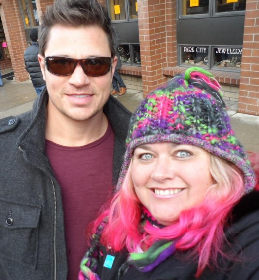 98 degrees former star nick Lachey poses with pink from  mike the fanboy at sundance film festival 2012 hot sexy frat boy band member abs rare