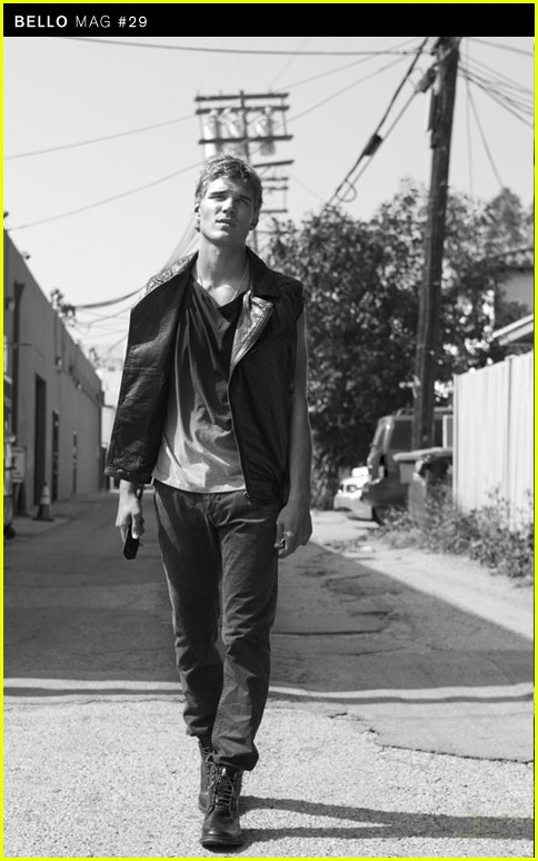 Chris-Zylka-Austin-Stowell-Bello-Beautiful-hottest-actors-chris-zylka-vman magazine hot sexy photo shoot 519572-chris_zylka1kaboom chris zylka shirtless secret circle star in tighty whities rare hot and sexy photo shoot promo muscle pecs arms abs hot blonde frat