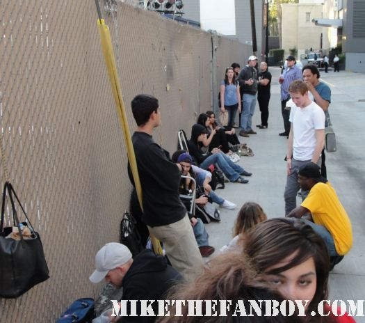 the line of people waiting for christina ricci and jersey shore at jimmy kimmel live