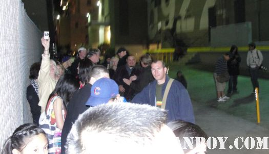 the crowd waiting for Channing tatum after the jimmy kimmel live talk show signed autograph rare promo