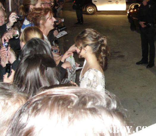 james cromwell and sarah hyland signing autographs for fans after the sag awards the artist babe six feet under rare promo modern family