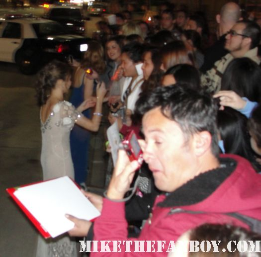 jessica chastain and sarah hyland signing autographs for fans at the saw awards the help hot and sexy tree of life modern family