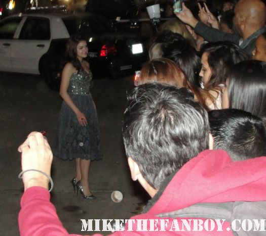 ariel winter signing autographs at the sag awards for fans modern family star hot rare promo