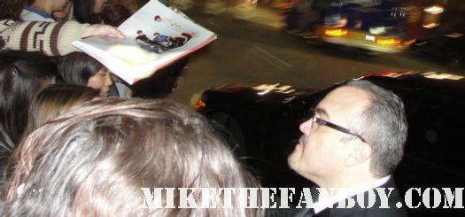 david zayas signing autographs for fans at the sag awards 2012 dexter star oz bautista