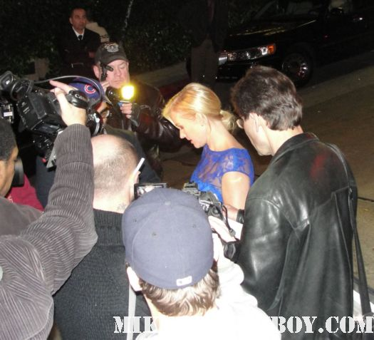 penelope ann miller from the artist and adventures in babysitting sins autographs for fans after the 2012 sag awards