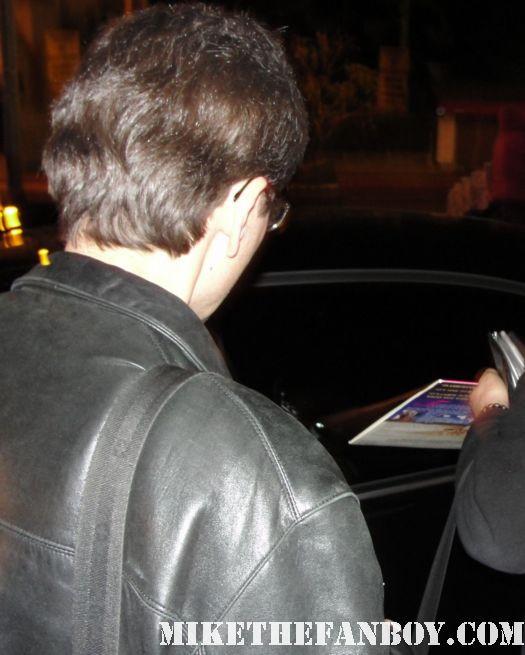 guy pierce does not roll down the window to sign autographs including this young man's priscilla laserdisc