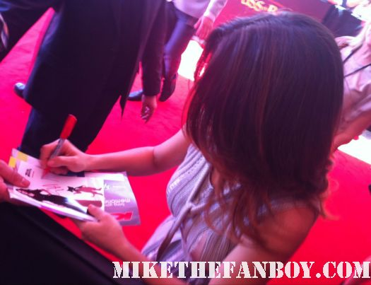 Salma Hayek signing autographs at the puss in boots australian movie premiere rare promo hot sexy photo shoot