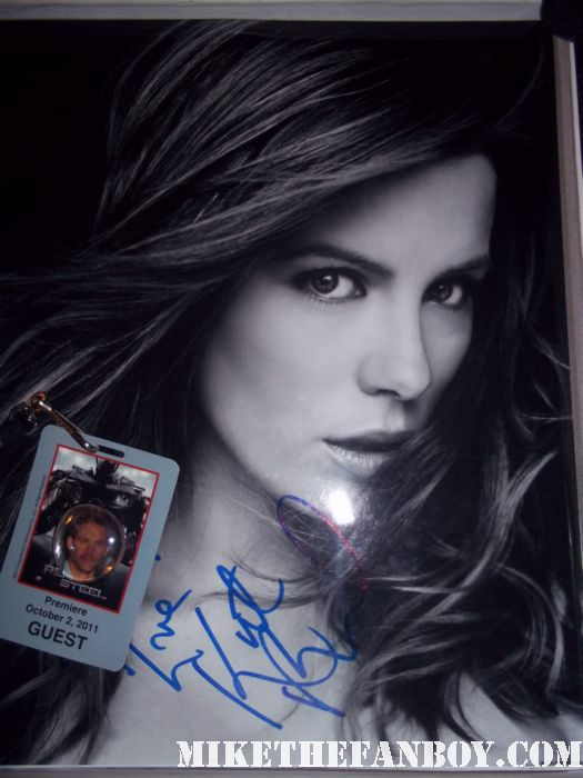kate beckinsale signed autograph hot and sexy photo photo shoot rare pormo sexy kate beckinsale signs autographs for fans at the underworld awakening premiere afterparty in hollywood