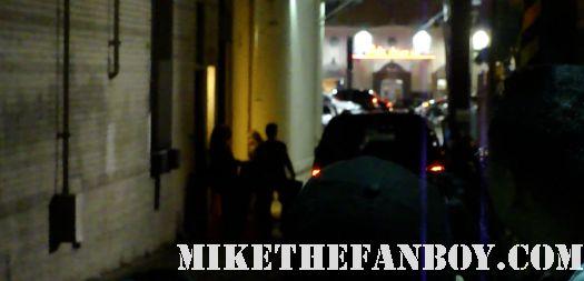 elizabeth banks arriving to tape jimmy kimmel live and ignoring waiting fans role models hunger games