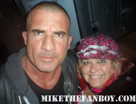 dominic purcell from prison break poses for a fan photo with pinky at the sundance film festival 2012 hot sexy rare