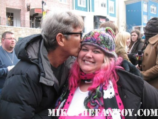 eric roberts poses with pinky for a fan photo at sundance film festival 2012 signed autograph julia
