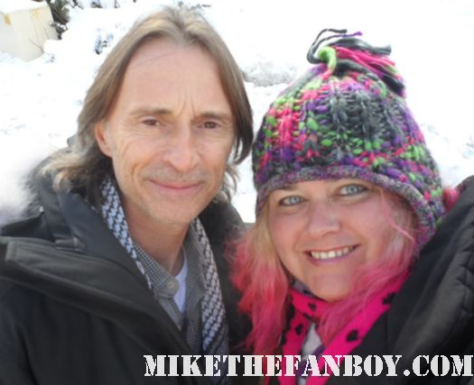 Robert Carlysle poses for a fan photo with mike the fanboy's pinky at the sundance film festival 2012 once upon a time