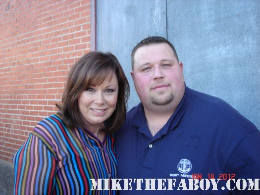 Chuck our man in texas gets a fan photo with country music sweetheart suzy bogguss signed autograph rare promo