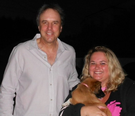 KEvin Nealon poses for a fan photo with pinky at the sundance film festival 2012 signed autograph rare promo