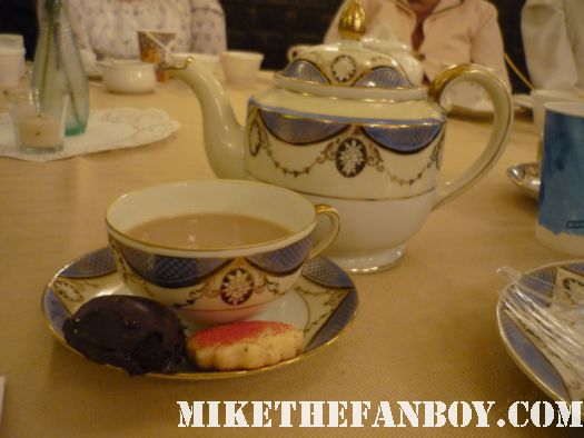 Cookies and tea the novel strumpet from mike the fanboy putting on a tam preparing to go to the jane austin ball in los angeles put on by theSociety for Manners and Merriment in the district of Los Angeles known as Pasadena