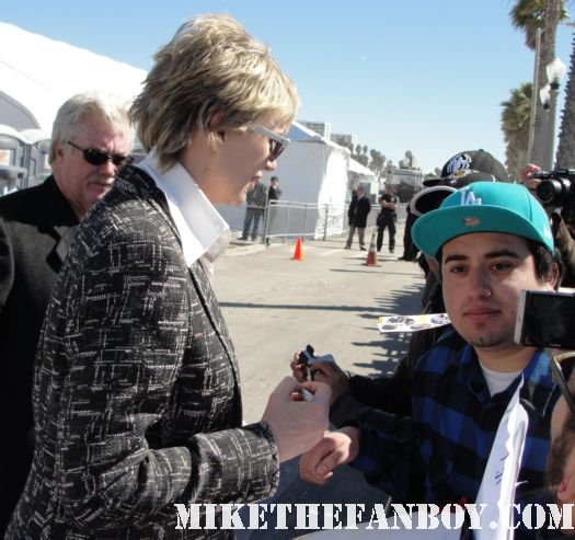 jane lynch signing autographs for fans at the 2011 Independent Spirit Awards 2011 best in show glee rare