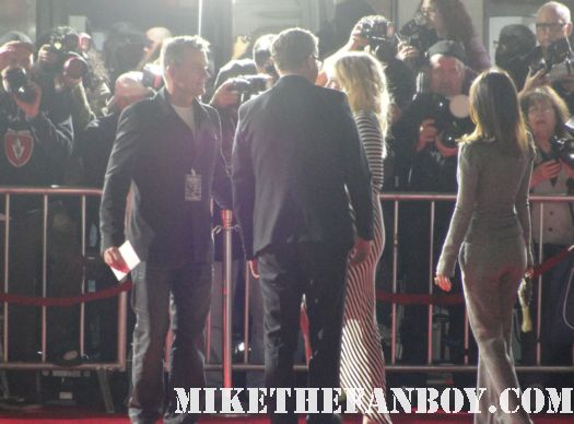 sexy tom hardy arriving to the this means war move premiere red carpet with his wife and ignoring fans