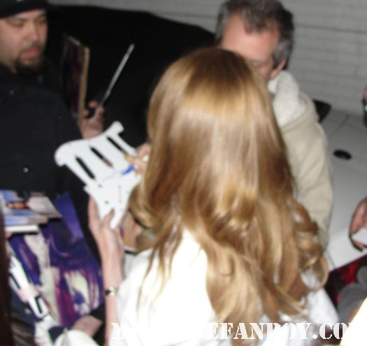 lana del rey signing autographs for fans outside her hotel in hollywood looking hot and sexy video games born to die talk show rare promo