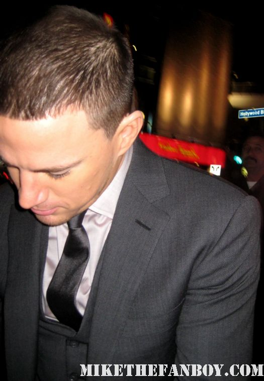 sexy channing tatum signing autographs for fans at the vow movie premiere in los angeles rare hot sexy football player magic mike rare sex photo shoot