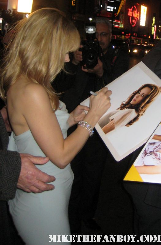 Rachel Mcadams signing autographs at the vow movie premiere in los angeles sexy hot rare sherlock holmes mean girls the notebook rare