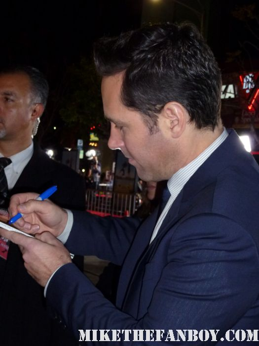 paul rudd signing autographs for fans at the wanderlust movie premiere rare hot sexy clueless star gq magazine
