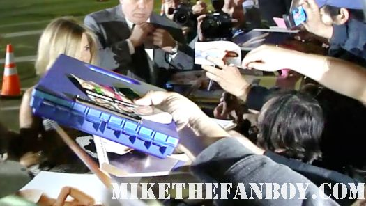 jennifer aniston signing autographs for fans at the wanderlust world movie premiere in westwood hot sexy rare