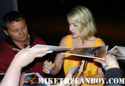 """ali larter signing autographs for fans at the he Art of Elysium """"Pieces of Heaven"""" Art Auction signed autograph hot sexy heroes varsity blues legally blonde final destination"""