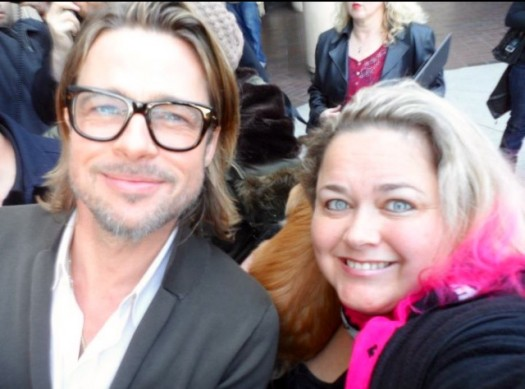 pretty in pinky from mike the fanboy with brad pitt posing for a fan photo rare signed autograph hot sexy rare facial hair
