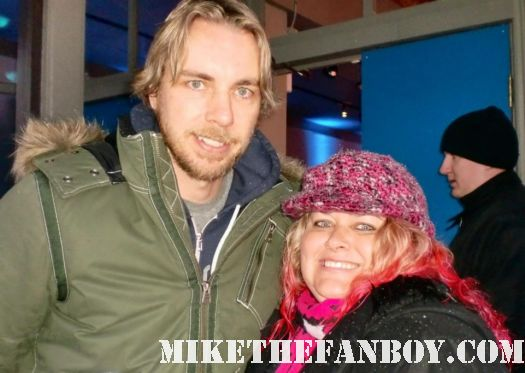 dax shepherd posing with pretty in pinky for a fan photo at sundance 2012 mike the fanboy rare photo promo