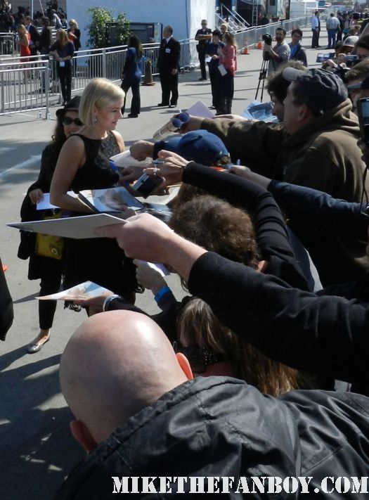 penelope ann miller from the artist hot sexy signs autographs for fans at the  Independent Spirit Awards 2012