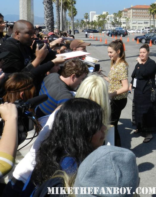 Shailene Woodley hot sexy signs autographs for fans at the  Independent Spirit Awards 2012