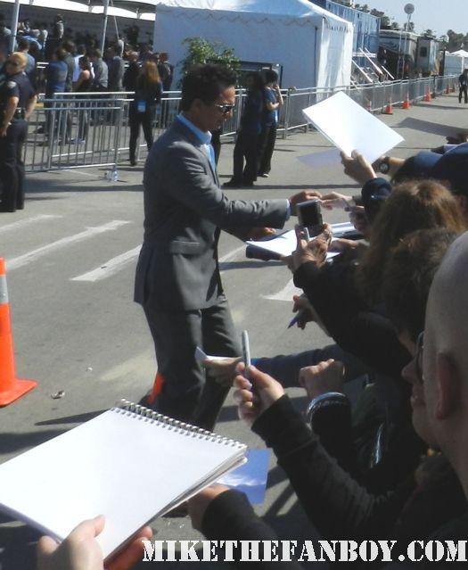benjamin bratt hot sexy signs autographs for fans at the  Independent Spirit Awards 2012