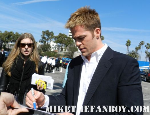chris pine  hot sexy signs autographs for fans at the  Independent Spirit Awards 2012