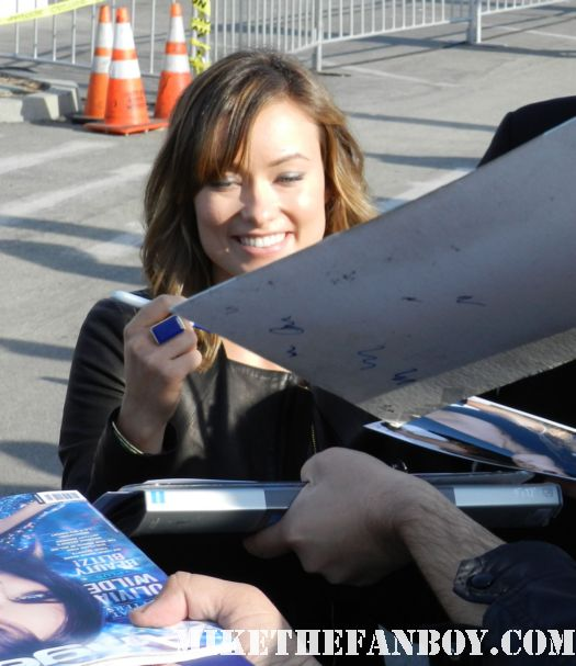 olivia wilde hot sexy signs autographs for fans at the  Independent Spirit Awards 2012