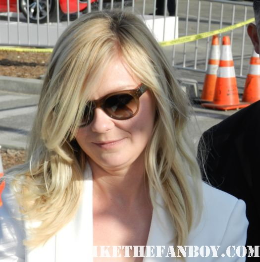 kirsten dunst hot sexy signs autographs for fans at the  Independent Spirit Awards 2012