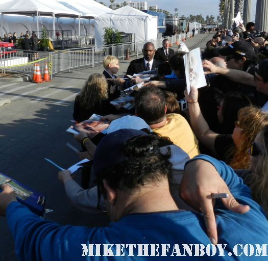 michelle williams hot sexy signs autographs for fans at the  Independent Spirit Awards 2012