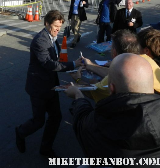 willem dafoe hot sexy signs autographs for fans at the  Independent Spirit Awards 2012