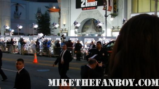 channing tatum signing autographs for fans at the 21 jumpstreet world movie premiere 21 Jumpstreet World Movie Premiere! Channing Tatum! Jonah Hill! Ellie Kemper And We All Walk Away With Nothing! NOTHING! Debacle! Sigh...