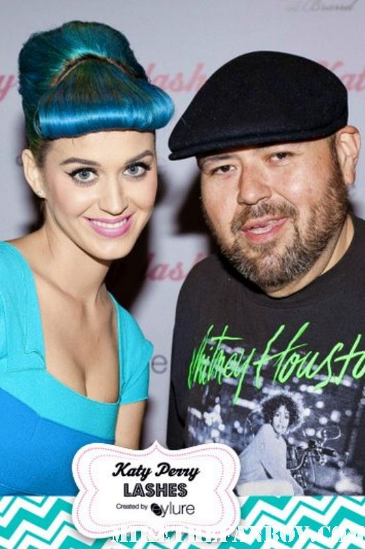 katy perry posing for a fan photo with franky love from mike the fanboy at her eyelash signing at the americana in glendale ca