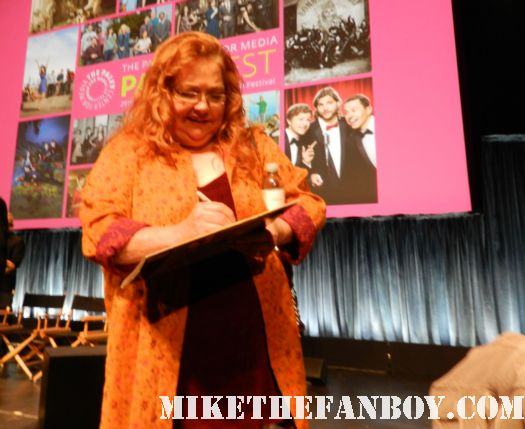 Conchata Ferrell signing scotty's mystic pizza laser disc at the paleyfest 2012 two and a half men panel rare