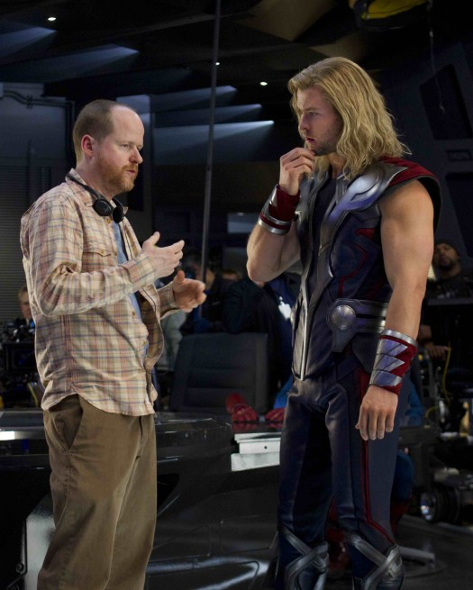 joss whedon and chris hemsworth looking hot in the avengers behind the scenes press promo still chris hemsworth muscle hot rare promo rare muscle shirtless