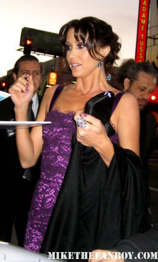shannon elizabeth signing autographs for fans at the american reunion premiere red carpet promo with seann william scott eugene levy alyson hannigan jason biggs