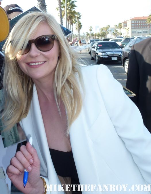 Kirsten Dunst signing autographs for fans at the indie spirit awards and posing for fan photos